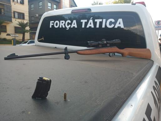 CANELA - BRIGADA MILITAR PRENDE HOMEM POR POSSE IRREGULAR DE ARMA DE FOGO