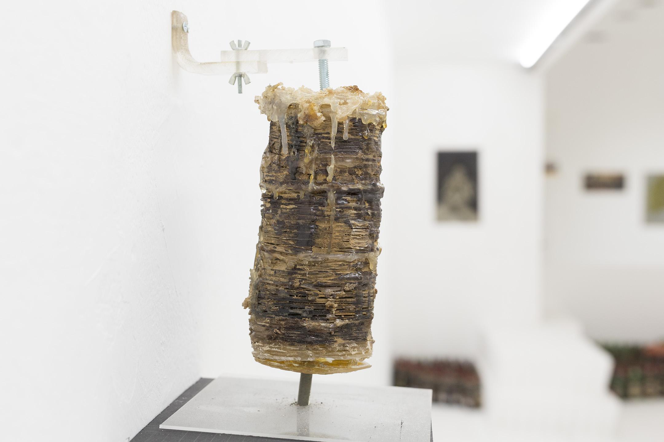 שווארמה 3 (2012), עץ דבק חם ופוליאסטר