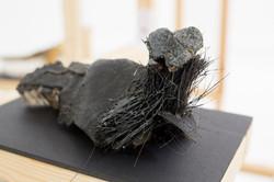 ניקנור (2016), צבע שחור וחלקי פלסטיק