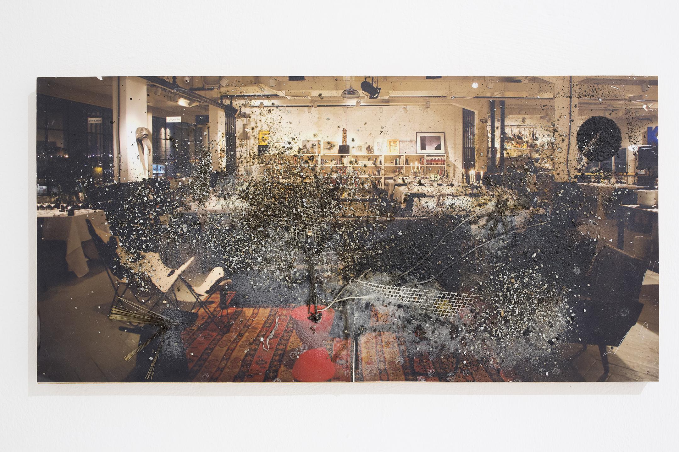 אולם הארועים (2013), קולאז על צילום