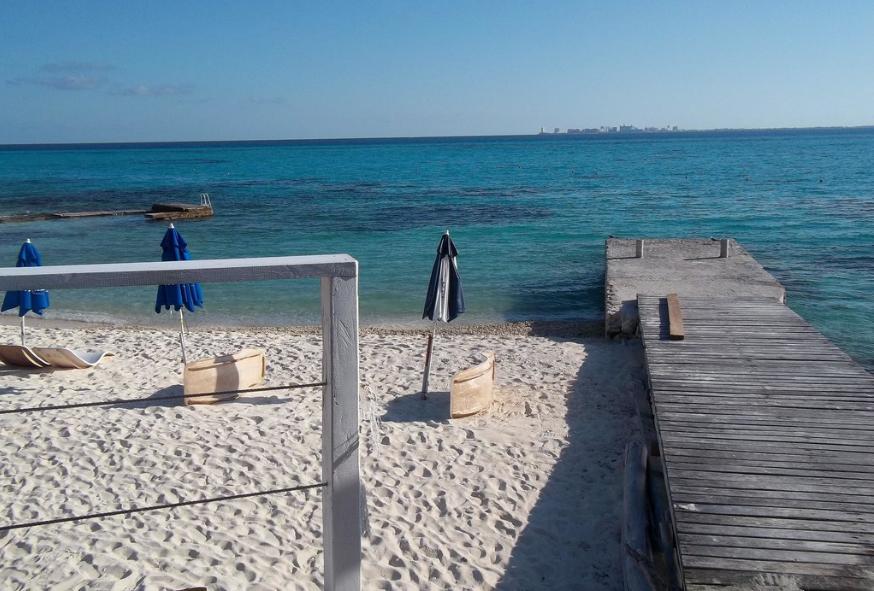 Sotavento Isla beach club dock