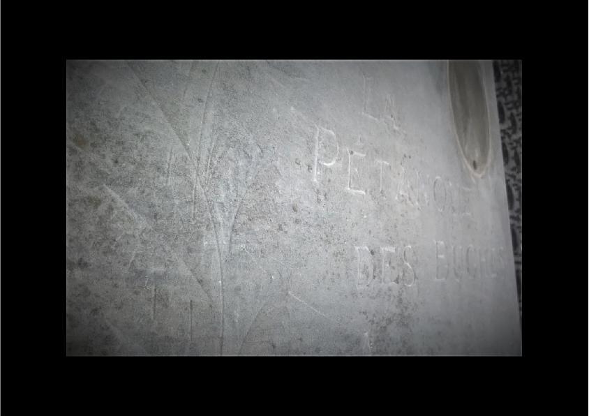 livre en marbre gris à restaurer