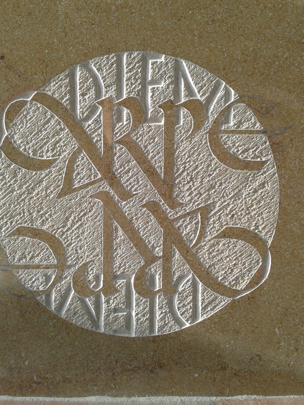 gravure aux ciseauc calcaire poli