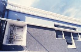 Ένθετη γλυπτική κατασκευή σε κόγχη κτιρίου/Sculptural construction in wall recess