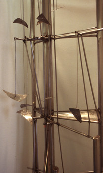 Kατασκευή με κινούμενα στοιχεία σε κόγχη τοίχου/Construction with moving elements in wall recess