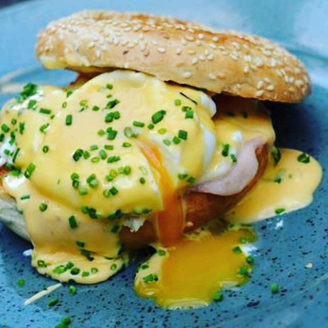How about Eggs Benedict for breakfast _h
