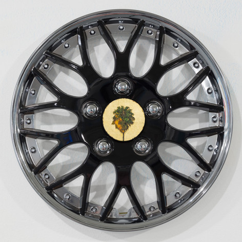 Robert Ginder, Cap 2, 2017, Oil and gold leaf on wood on car wheel cover, 15 inches diameter