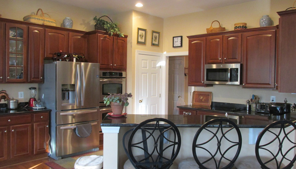 Complete Kitchen with Bar