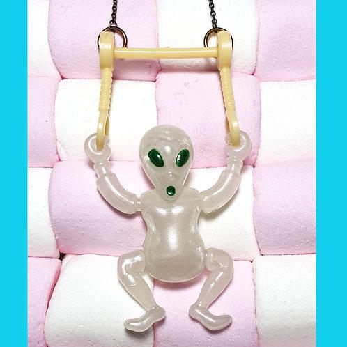 Collier Alien Acrobate