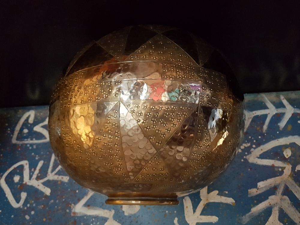 Vase boule en dinanderie