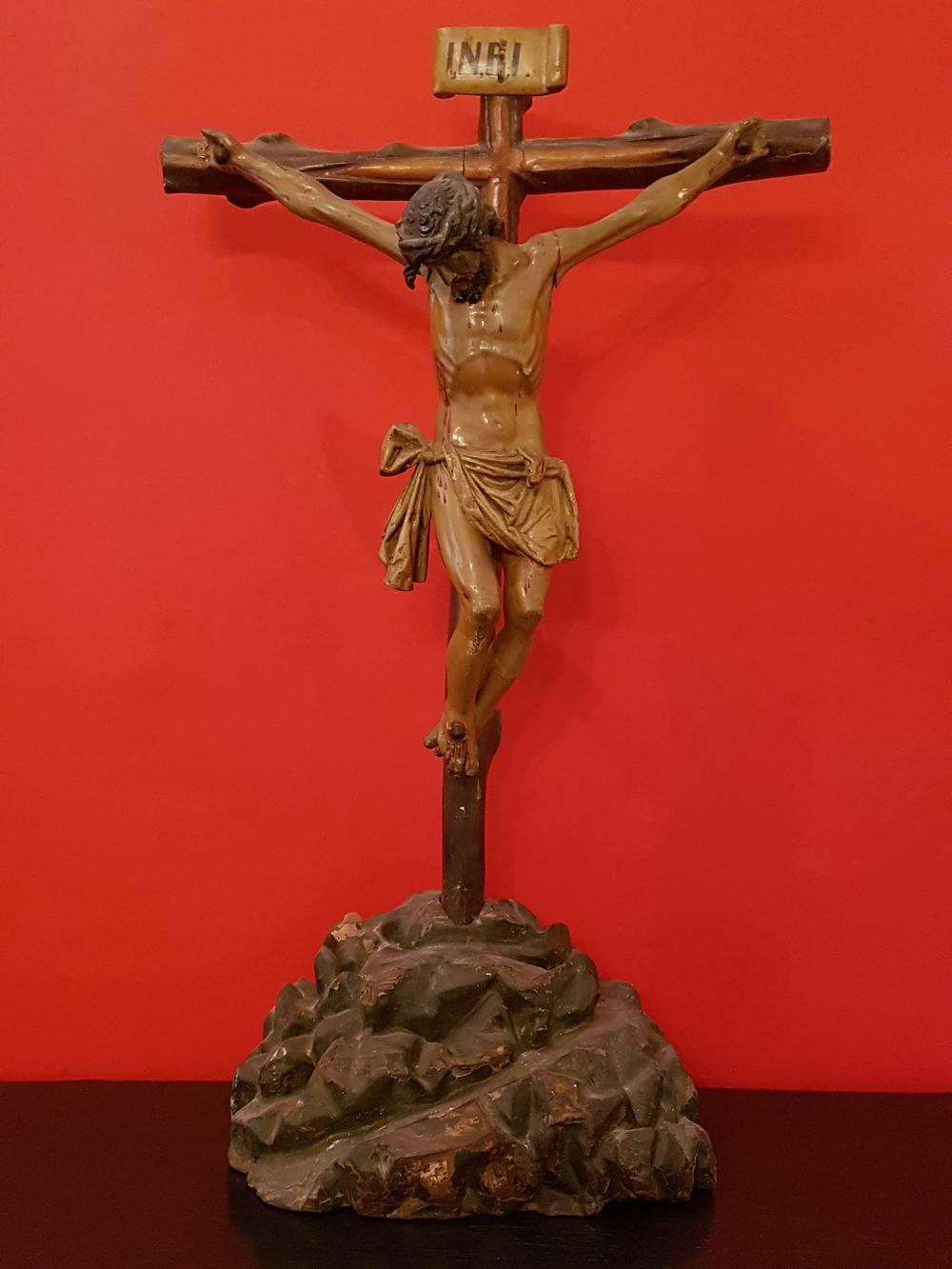 Crusifix en bois polychrome fin 18e