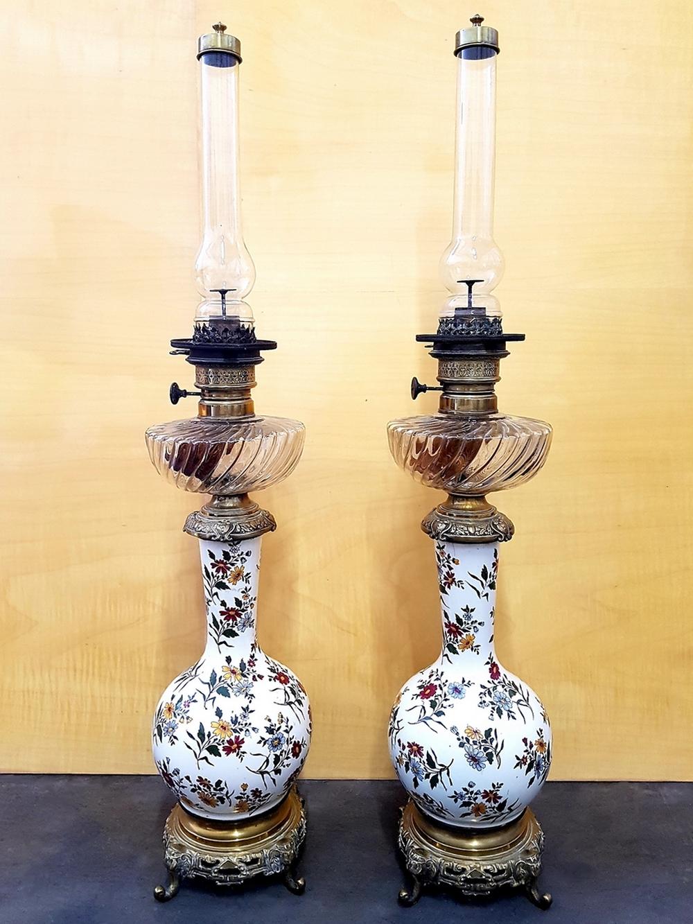Grande paire de lampes à pétrole