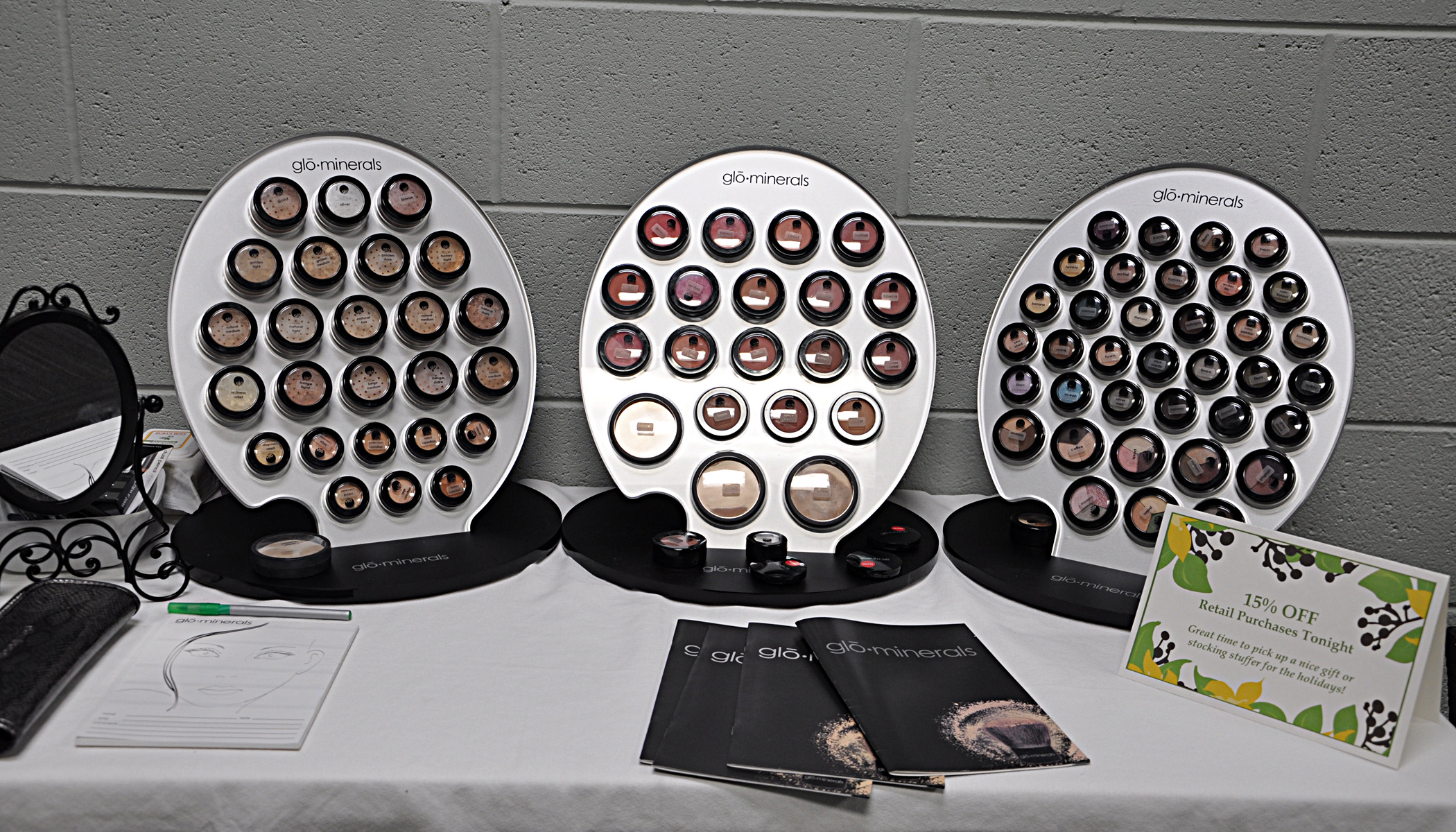 Glo Makeup Display