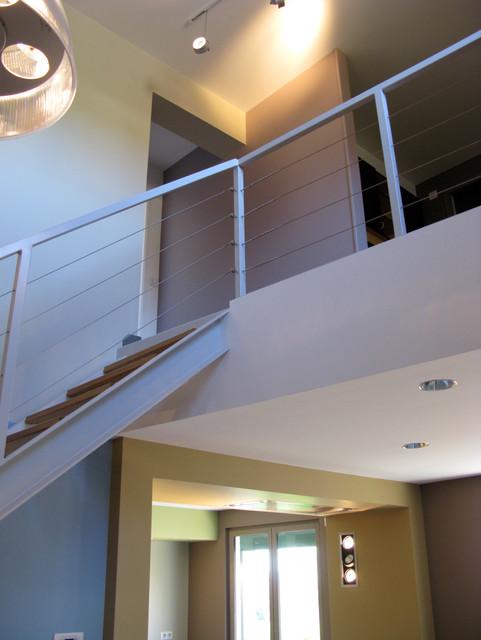 escalier mezzanine et jeux de couleurs