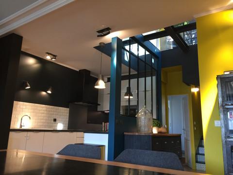 salon new yorkais avec plancher verre