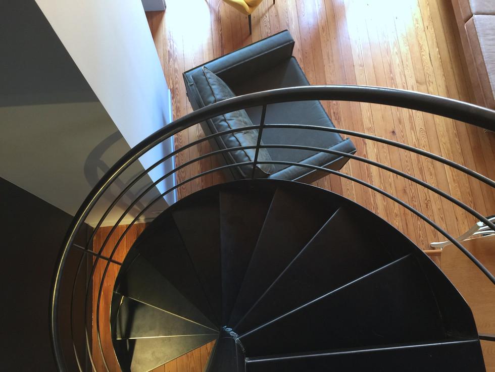 escalier en colimaçon en metal mezzanine