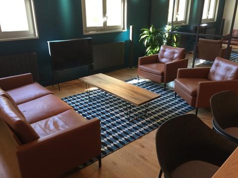 un salon contemporain raffiné en cuir