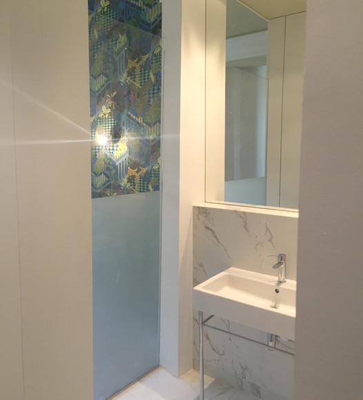 salle de bain avec verriere sur mesure