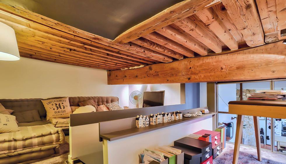 mezzanine avec coin canapé tv
