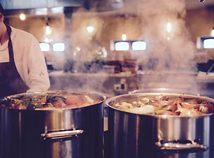 Lebensmittel Kochen in Steaming Töpfe