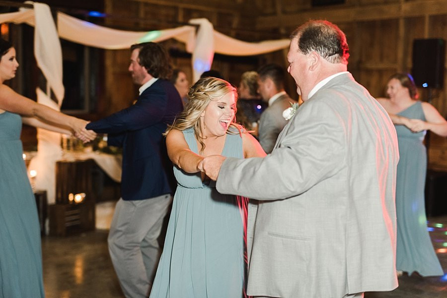 dancing and celebrating at Red Oak Valley wedding receptiong