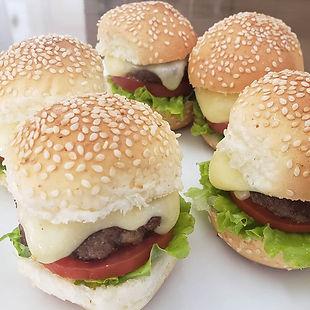 Meus queridinhos... mini búrguer salada.