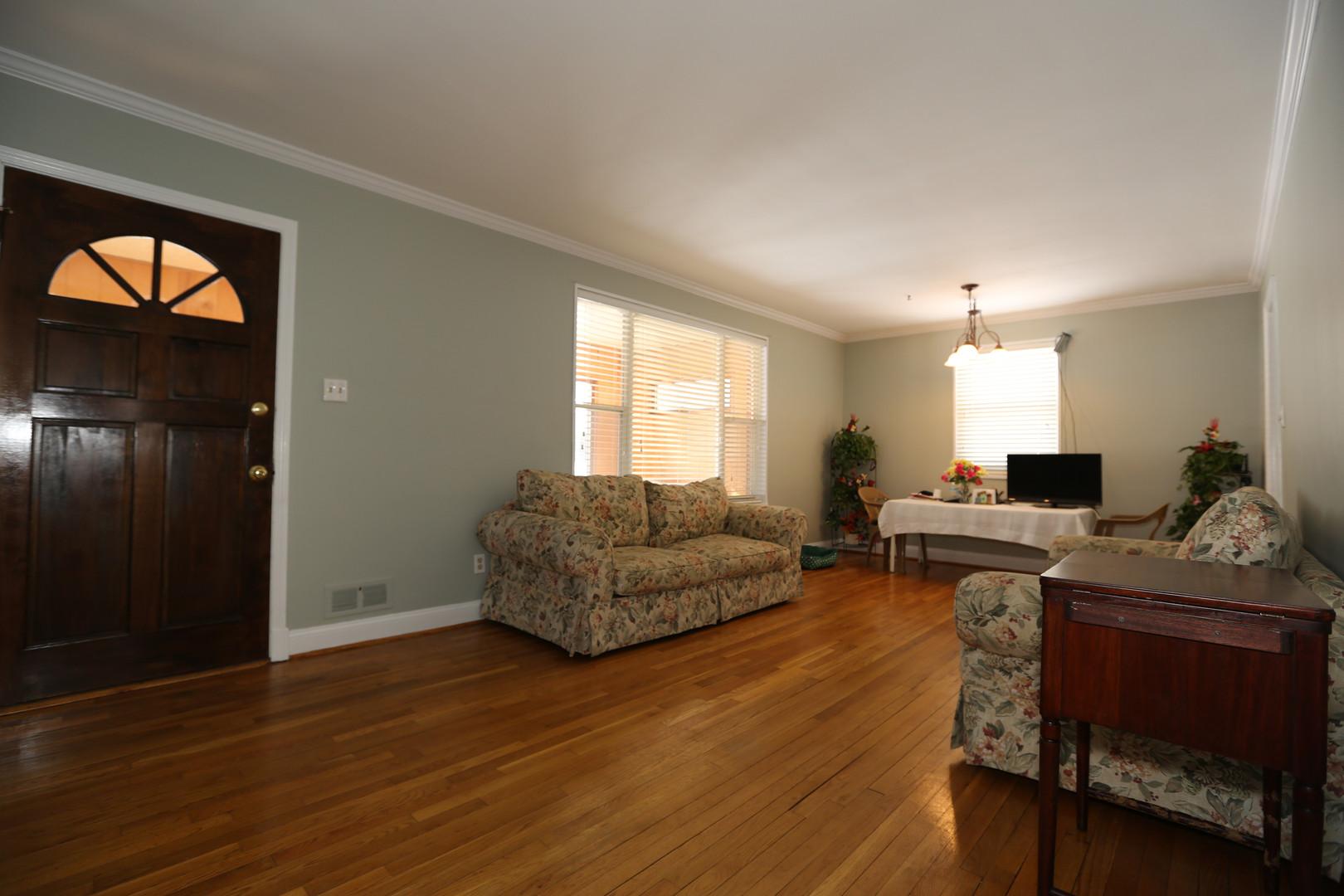 05-1 Living room.jpg