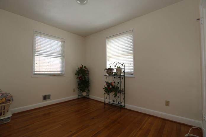 17-1 Bedroom.jpg