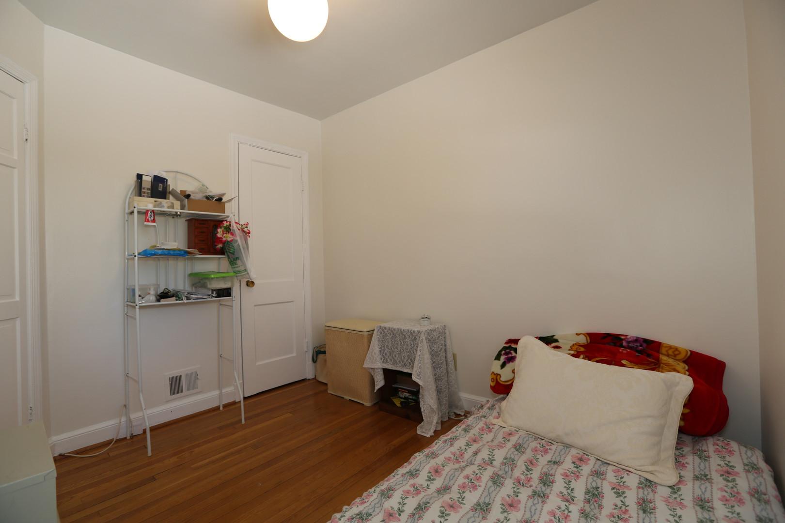 20-1 Bedroom.jpg
