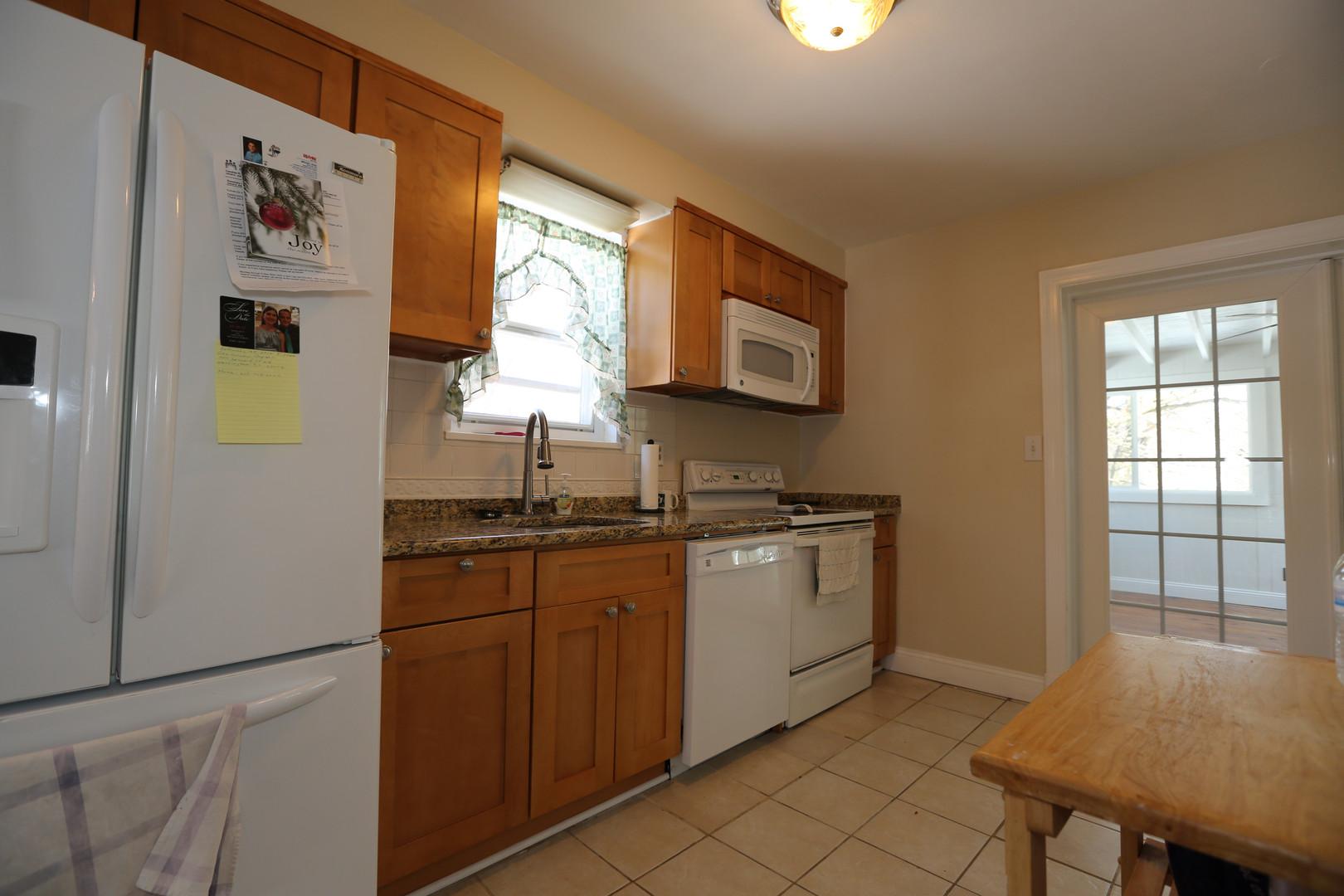 10-1 Kitchen.jpg