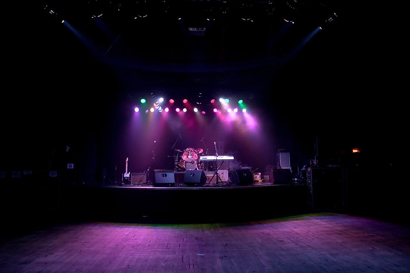 unwrit-empty-stage-with-musical-instrume