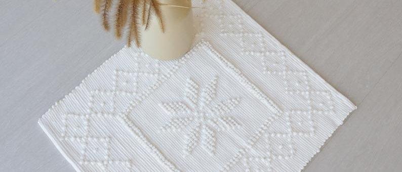 Mini tappeto bianco fatto a mano