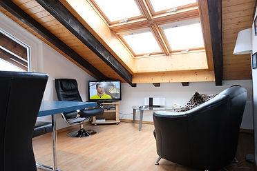4Room_Hundertwasser-Wohnzimmer.jpg