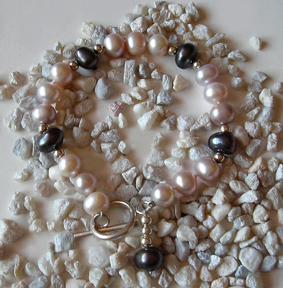 The 'So Chic' Pearl Bracelet
