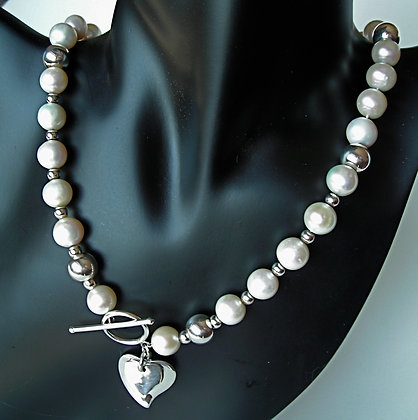 The 'One' Pearl Necklace