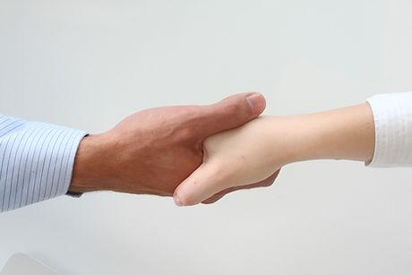 amigable apretón de manos
