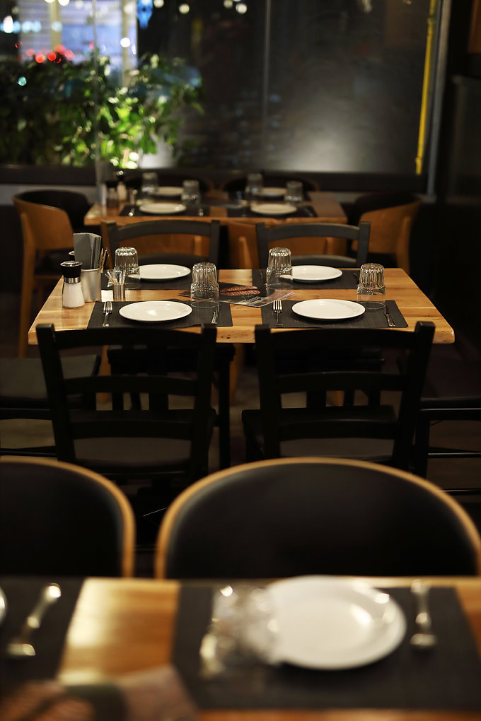 Green and barbecue restaurant table
