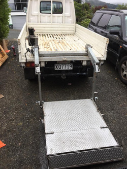 Tail lifter on the truck