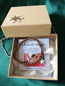 boite cadeau avec bracelet et une carte de séance massage