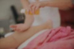séance de massage intuitif à Villeneuve lès Avignon, huile végétale bio et huiles essentielles bio