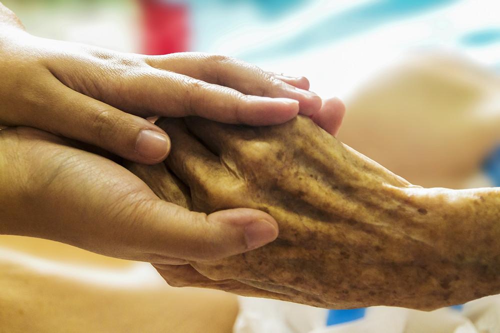 L'anorexie finale, une mort en douceur pour les personnes âgées - On parle beaucoup, ces jours-ci, de l'arrêt de l'alimentation et de l'hydratation artificielle. Cette façon de mourir est mal perçue par le monde