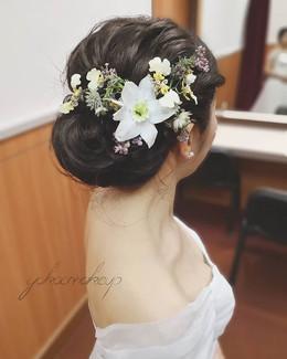 註冊look 將亞馬遜合變得有小仙氣感 很喜歡很喜歡這個花!同一樣的主花有唔同襯