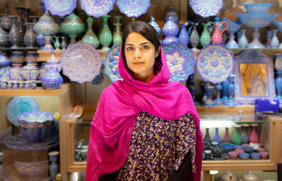 IMG_3330-shiraz-iran-bazar-woman-%25C2%2
