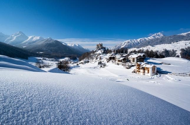 Tarasp im Winter.