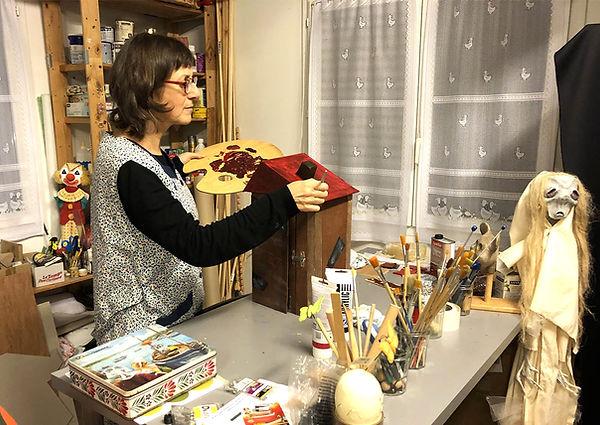 Kika dans son atelier.jpg