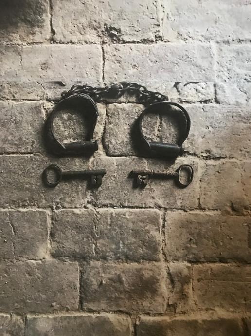 Shackles and convict bricks Nubrygyn.jpg