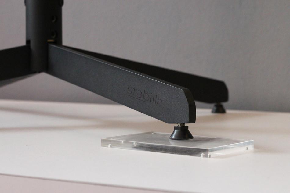Self-stabilising table base by Stabilla