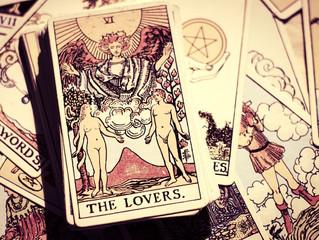 La cartomancia y el tarot del amor: antiguos métodos para conseguir romance.