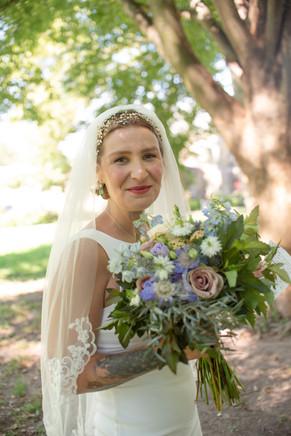 elopement philly philadelphia small wedding photography bride flowers