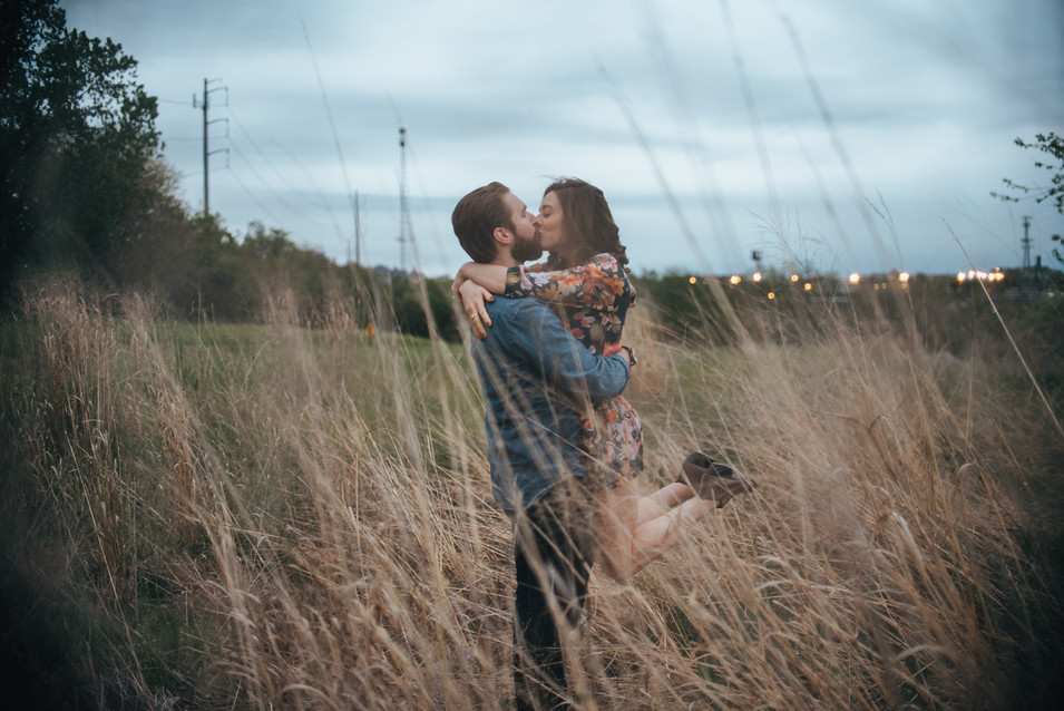 bartrams garden engagement shoot philadelphia photographer nature kiss field